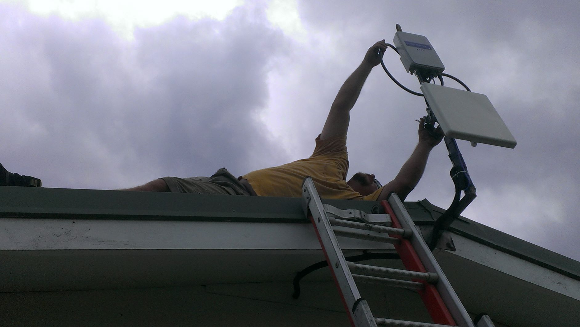 ETC personnel setting up an Internet point in Vanuatu.