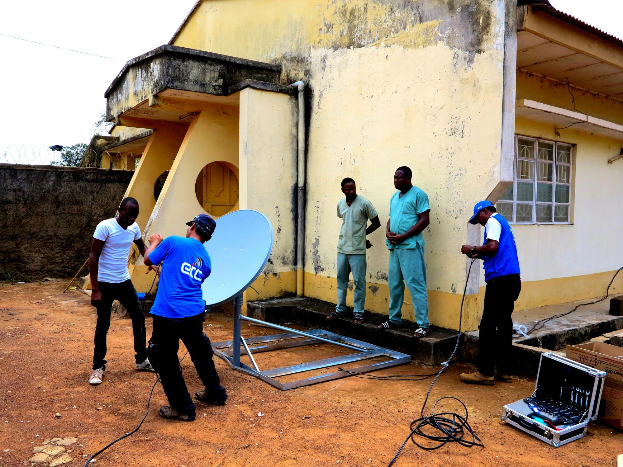 ET Cluster team installing VSAT at a laboratory in Kambia district, Sierra Leone.