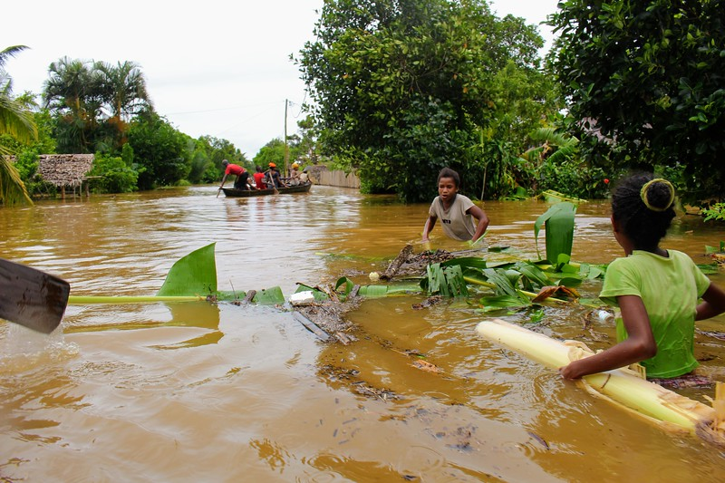 The National Office for the Management of Risks and Crises Disaster (BNGRC) requested World Food Programme (WFP), lead of the ETC, to provide support at four humanitarian sites after Cyclone Enawo. Photo: Johnnah Raniriniaina / OCHA