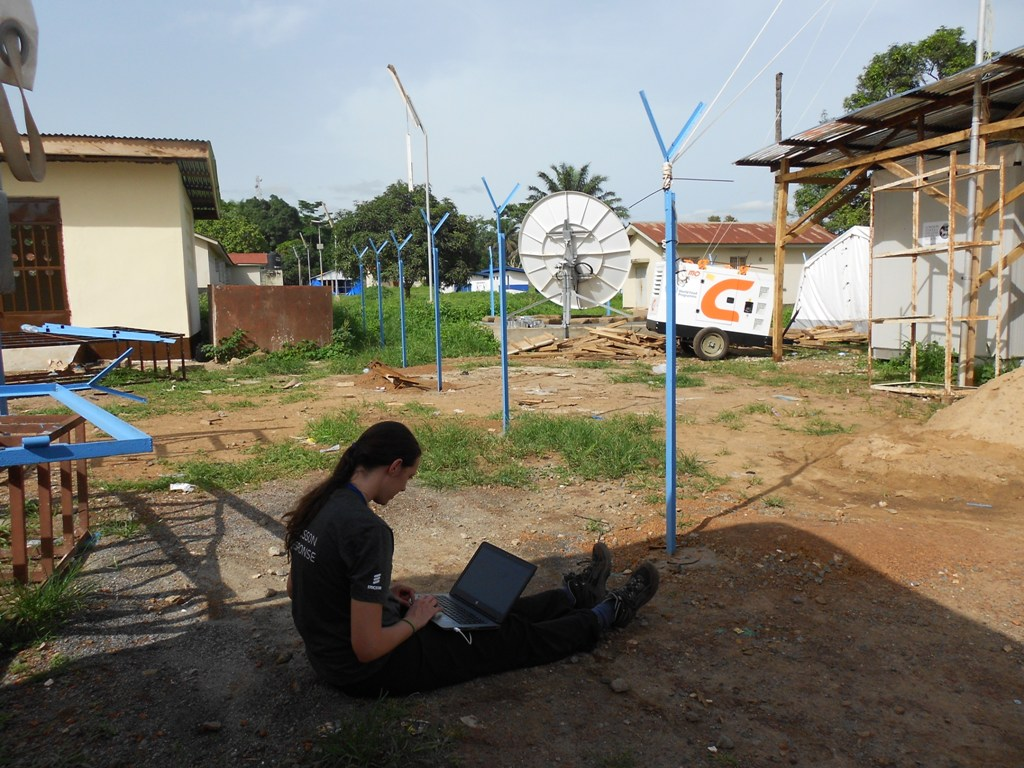 Marta from ET Cluster member Ericsson Response configuring point-to-point link in Kambia, Sierra Leone.