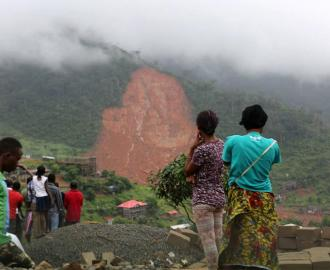 Hundreds are reported dead with many more missing after mudslides and floods tore through several communities in Freetown, Sierra Leone. Photo credits: UNICEF