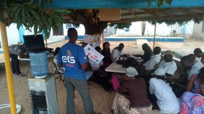 Providing support to ETS Internet connectivity users in the humanitarian hub in Gwoza (Borno state). Photo: IOM